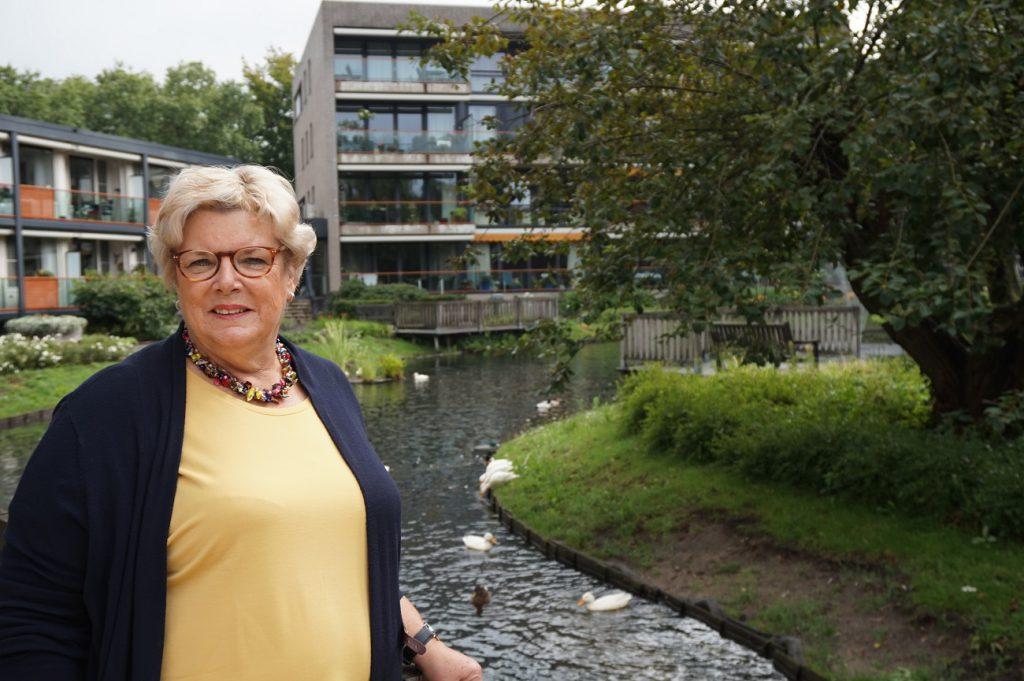 Els Westenbrink bij Residentie Molenwijck waar haar ouders en grootouders jarenlang woonden